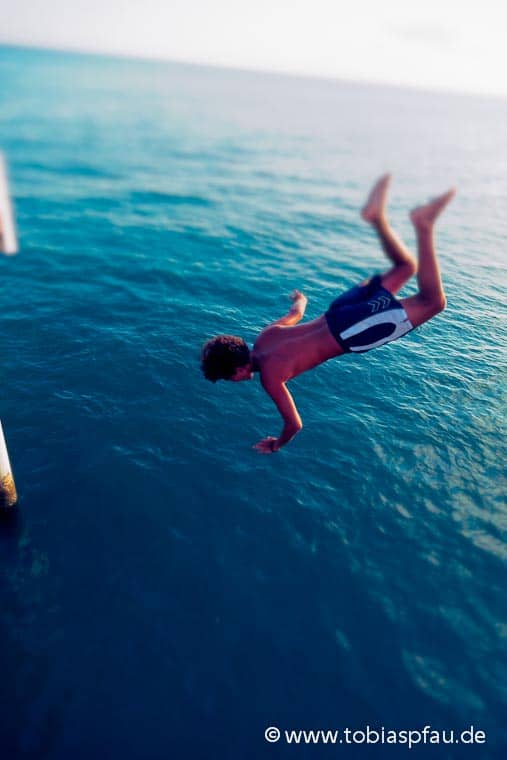 wpid7300 IMG 8384 n2series Jump in in the ocean