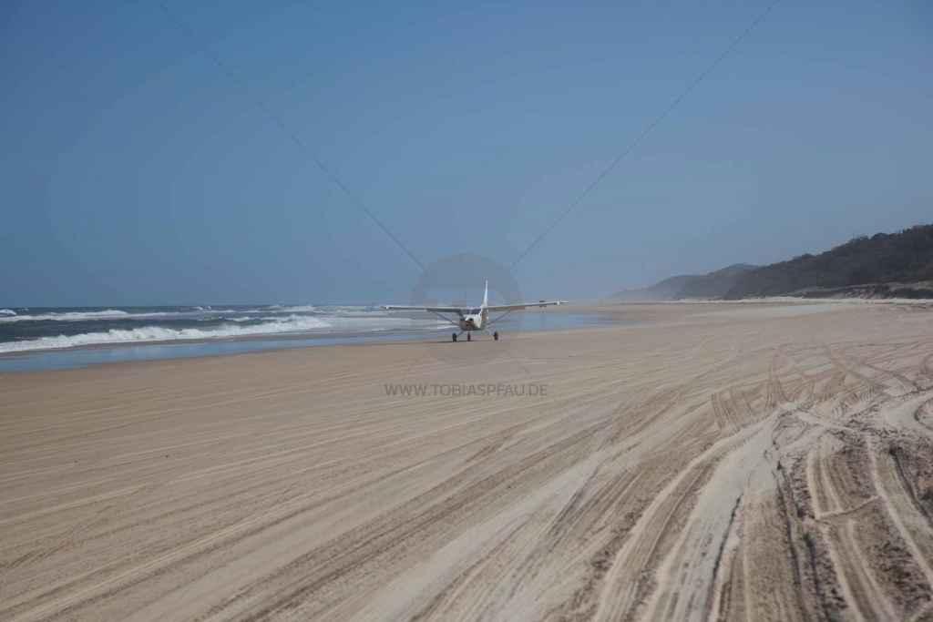 tpfau IMG 9701 Fraser Island Australien Flugzeug landung