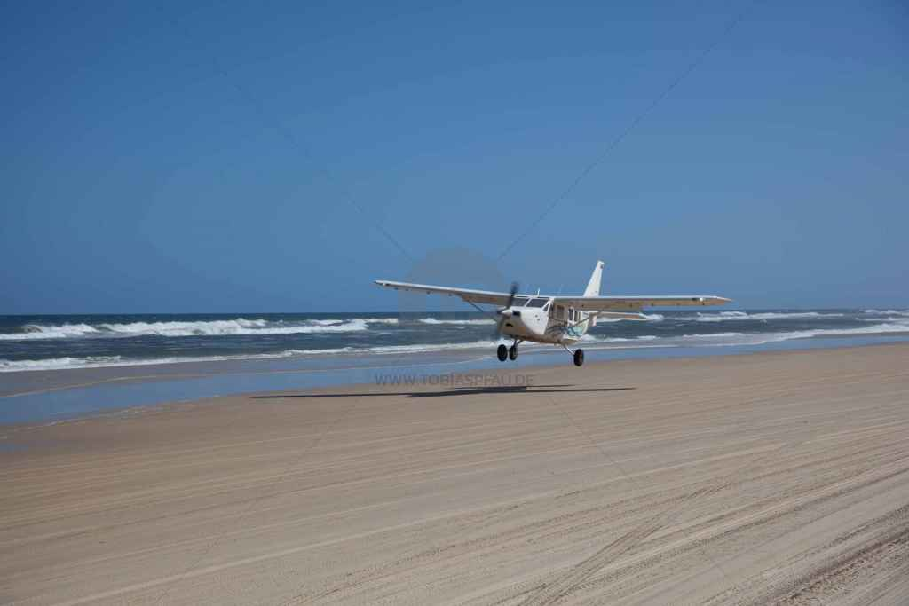 tpfau IMG 9703 Fraser Island Australien Flugzeug landung