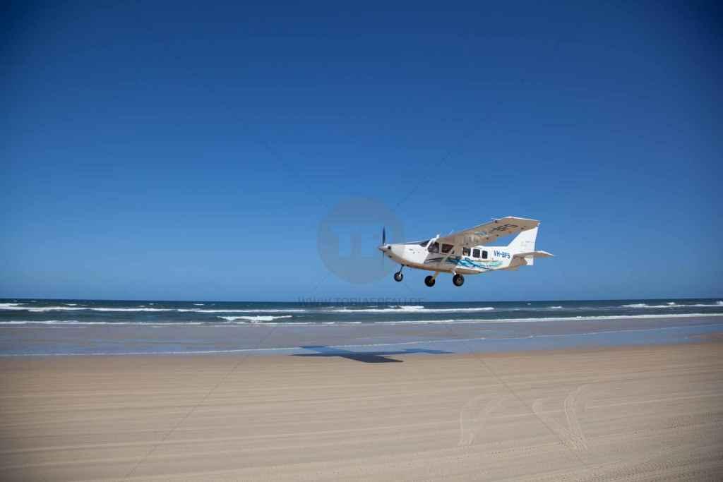 tpfau IMG 9705 Fraser Island Australien Flugzeug landung