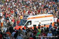 Menschenmassen – Rettungswagen