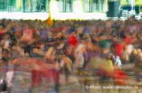 Bewegte Menschenmassen bei einer Veranstaltung