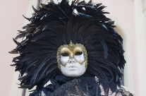 venezianische Maske mit Fächer, Federschmuck