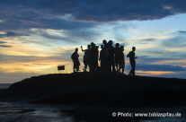 Touristen beim fotografieren des Sonnenuntergangs